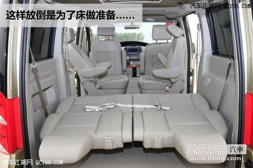 床便展现在和畅的车内,而身高在180厘米以下的乘客都不会把脚伸在外面