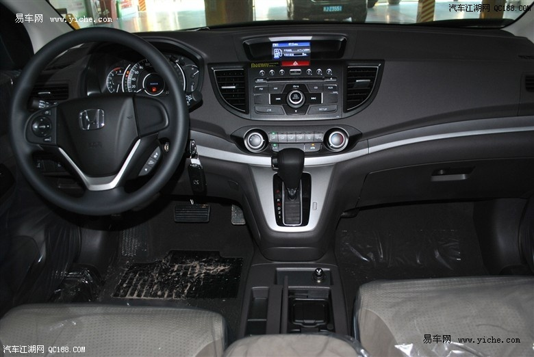 内部的液晶屏可显示里程,车外温度和一切别的有关车辆行驶的必要信息.