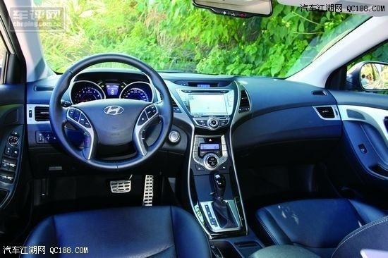 行车电脑提供了丰富的信息,蓝色背光很漂亮    剃须刀造型的中控台设计新颖,层次感强   真皮方向盘也提供了良好的手感,启动发动机后从上面传来的震动微乎其微。别看发动机沿用了1.6升和1.8升的排量,可却都是改进后的产品。它们均为全铝质,并带有D-CVVT双连续气门可变正时技术。其中1.