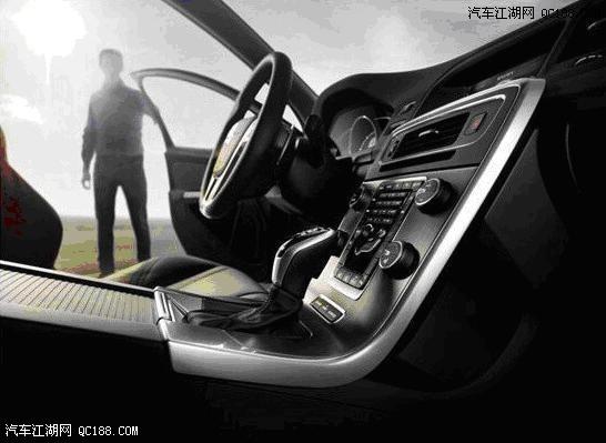 斯堪的纳维亚的工匠们用精湛的工艺为沃尔沃新款60系打造了一场视觉盛宴。中央控制台、空调出风口、操作按键等处均镶嵌了全新的镀铬装饰件,精致富有光泽,与原有面板相辅相成。新款S60的方向盘、操控按钮等多处镀铬装饰表现出的质感与华美,无不流露出北欧的时尚魅力。 内饰   沃尔沃新款60系的新型座椅改进了装饰设计和缝制工艺,两侧的支撑部位微微向内侧倾斜,进一步优化了人体工学效果,为驾乘者打造高贴合度的专属座驾,即使是需要长途驾驶,也不会让身体感觉疲累。  座椅   机械打磨的物品总让人觉得有些冷漠与疏离,沃尔