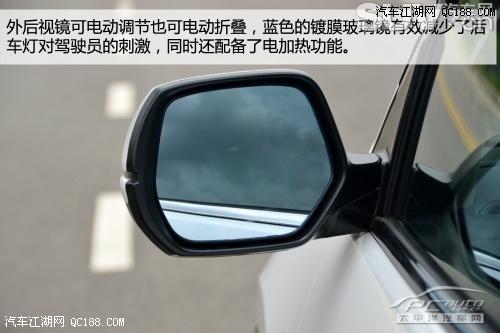 而可电动折叠的外后视镜也是提升档次的一大利器