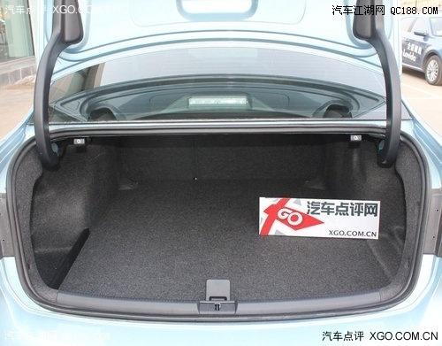 帕萨特轿车辉腾帕萨特帕萨特多钱   后备箱的容积较之新领驭增加了15l