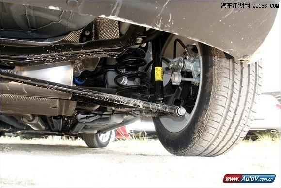 全国销售热线:萧然18222072722 15810603016 在刚刚全新高尔夫的到来,别克确实不能袖手旁观同样也带来了2014款的英朗XT,价格区间在12.99-18.15万元共有两种排量车型1.6L和1.6涡轮增压,下面将引导大家选择你心爱的车型。  英朗XT价格通过跟高尔夫的对比其实相差并不是很多,他们的共同点式最高车型的价格都接近18万这个尴尬区,舒适型和时尚型都提供手动挡,而手动挡于自动挡的差价在1.