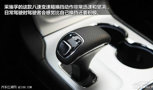 刹车盘和红色的   刹车卡钳,   甚至连刹车油管和油都跟普通高清图片