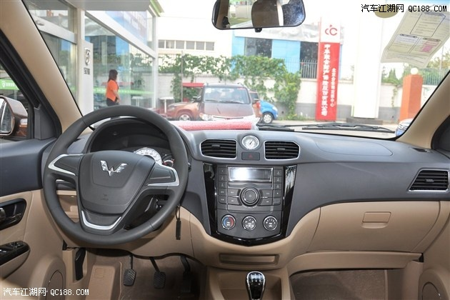 图中车型为五菱宏光S-五菱宏光S超值版上市 欢迎试乘试驾