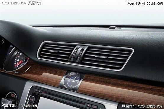 全国销售热线:4006270105王先生  2015款迈腾  2015款迈腾 外观方面,新款迈腾比现款前脸有所变化,整体更加豪华大气。据悉,2015款迈腾将新增一款橡木棕车身涂装颜色以供选择。同时前后车标采用高亮黑处理。另外,现款车型至尊型配备的17寸五辐轮圈将装备在新款速腾配置相对较低的尊贵型上,2.
