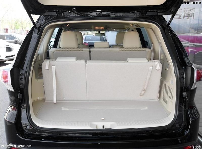 丰田-汉兰达  全新汉兰达将推出2.0T和3.5L两种排量共计12款车型,其中2.0T车型提供两驱(前驱)和四驱两种驱动形式,而3.5L车型则只有四驱车型。而在配置方面,全新汉兰达的全系标配了LED日间行车灯和VSC车身稳定控制系统,中配以上车型就配备了全景天窗、一键启动,而顶配车型更是新增了LED大灯、ACC自适应巡航和PCS预碰撞系统等多项高科技配置,相比在售的老款车型有了大幅提升。 24小时购车热线:1369 3317 379 尚经理     车身尺寸    广汽丰田全新汉兰达的长宽高分别为4855