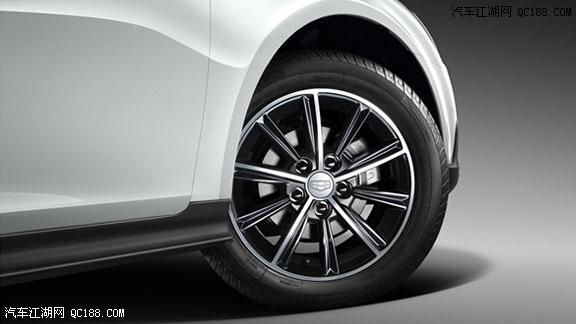 外观方面,吉利帝豪RS基于两厢 另外内饰缝线均采用珍珠白双缝线高清图片