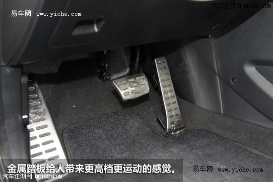 起亚K3拥有2700mm轴距,在同级别中绝对不算短了,加上车辆造型设高清图片