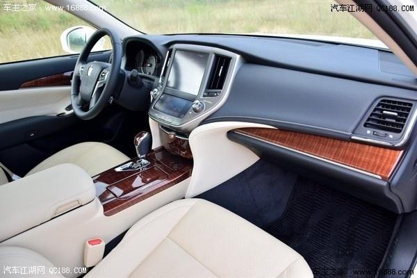 2016款丰田皇冠五一车展促销最高优惠10万报路费高清图片