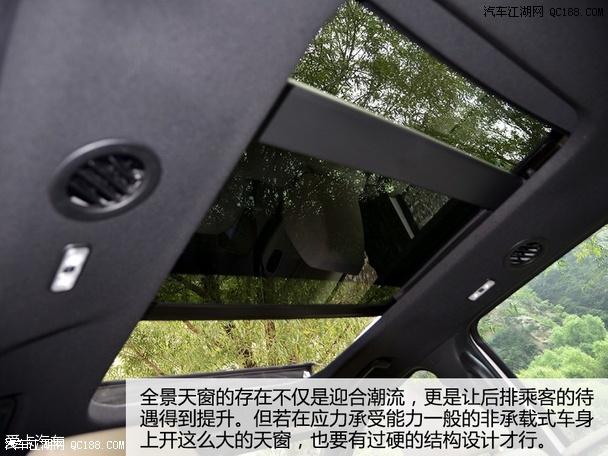 在门板和车门把手都选用了具有柔软触感的材质