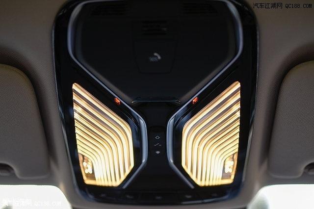 车内灯光的应用是740Le内饰的一大特点,阅读灯的造型颇有艺术气息高清图片