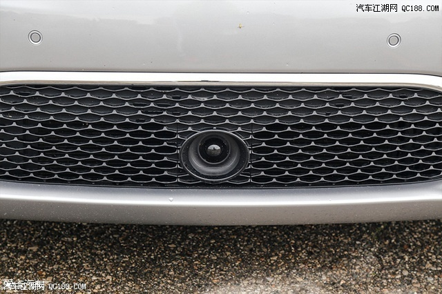 在車輛前保險杠下方,放置了車輛的自適應巡航(ACC)探頭.-克萊高清圖片