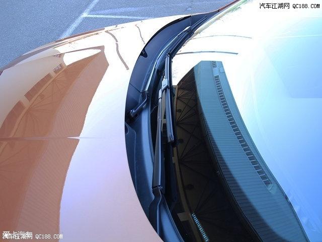 2016年11月3日,一汽-大众蔚领(英文名C-TREK)正式上市,作为一汽-大众推出的第七大全新车型品牌,蔚领定位于A级跨界旅行车。新车外观设计时尚动感,镂空前格栅,跨界味浓厚的侧身线条,为该车增色不少。内饰方面,蔚领延续了大众一贯的设计风格且配置比较丰富。动力方面,实拍车型搭载的是1.