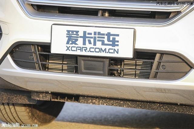 在中央安置了车辆的ACC自适应巡航探头.-新福特翼虎最新报价图高清图片