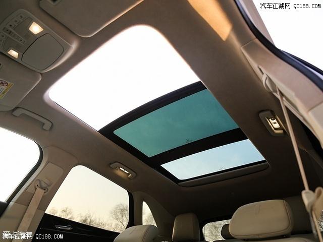 款MKC总统版全景天窗尺寸面积较大,约为0.8㎡,可开启部分面积