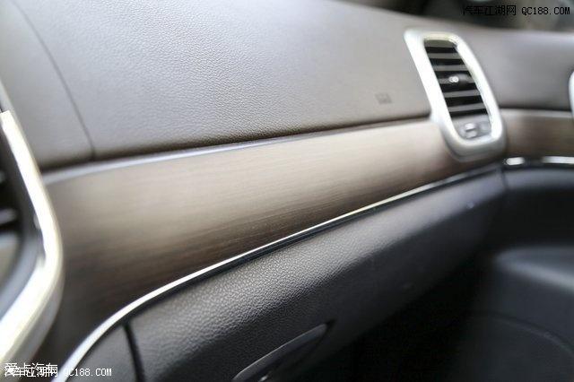jeep大切诺基粉尘车为什么4S店也在卖大切跟途锐发动机