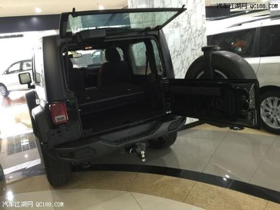 2017款进口jeep牧马人越野车最新优惠价达到了10万元高清图片