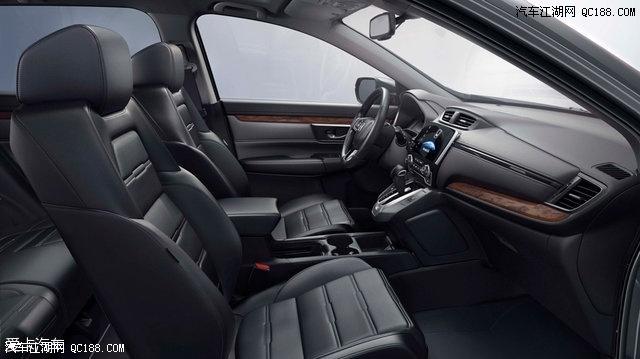 此外,新车还配备了可远程启动的双温区自动空调.
