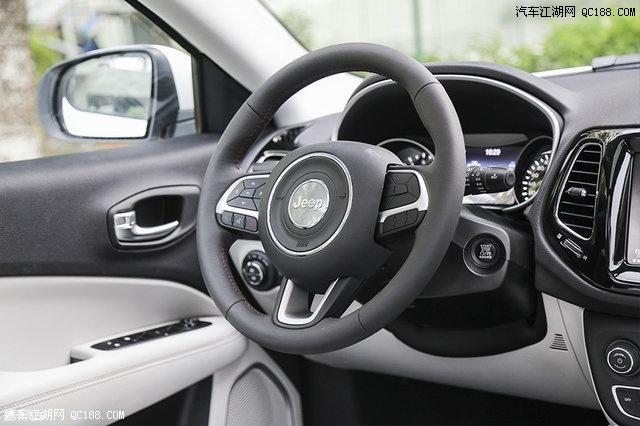 广汽菲克Jeep指南者200T家享版配备有真皮方向盘.-吉普指南者200T