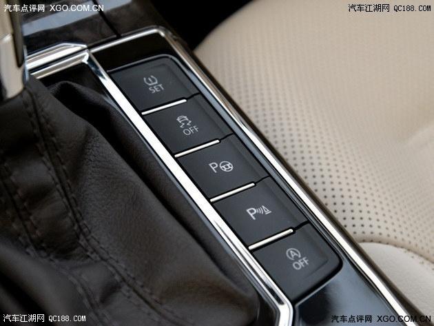 而帕萨特除了电子手刹按钮和自动驻车外