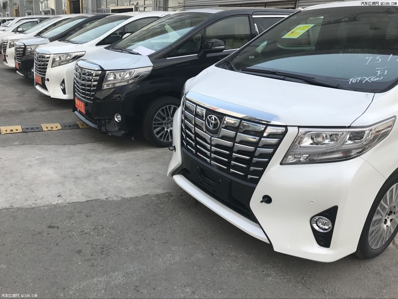 17款丰田埃尔法商务现车五月钜惠进店优惠万元