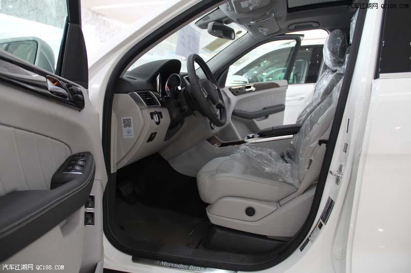 内容摘要 1、2016款奔驰GL350大破成本大量促销现车在售,2016款奔驰GL350大破成本全系颜色主要以充足多选。 2、2016款奔驰GL350的造型设计证明它要征服豪华越野车市场的决心。 3、2016款奔驰GL350内饰的豪华体现的淋漓尽致。 汽车江湖讯 价格信息:目前该店,2016款奔驰GL350大破成本大量促销现车在售,2016款奔驰GL350大破成本全系颜色主要以充足多选。购车可优惠电议。对这款车感兴趣的朋友们不妨进一步关注一下。具体价格请详见下表: