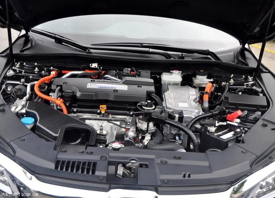 动力方面,本田雅阁2017款将新增2.0T发动机,最大功率为272马