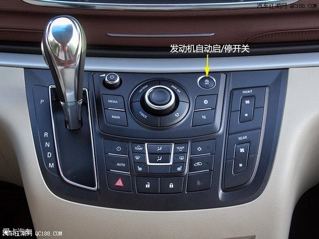 车载系统以及空调控制面板依然被设计在一起,不过在车载系统升级过后