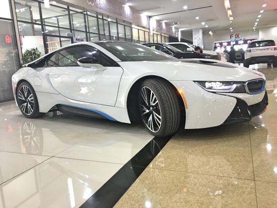 17款宝马i8 时尚动感酷跑 未来概念车型流线灯光