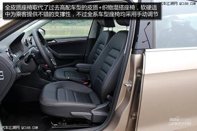 内容摘要 1、2017款捷达相比现款车型变化较大。 2、2017款捷达长宽高分别为4501*1704*1469mm,轴距为2604mm,相比现款车型车身长度增加了14mm。 3、2017款捷达沿用了大众最新的内饰设计风格,中控台换装了一块尺寸更大的液晶显示屏,并配备有USB、SD卡以及AUX接口,其上方的空调出风口采用了全新的造型。 近日北京鸿鑫顺达汽车销售有限公司淡季促销,活动期间购车即可赠送价值一万元大礼包,礼包内容:全车进口贴膜,进口封塑,进口封釉,发动机护板,底盘装甲,座垫,把套,大包围脚垫,全车