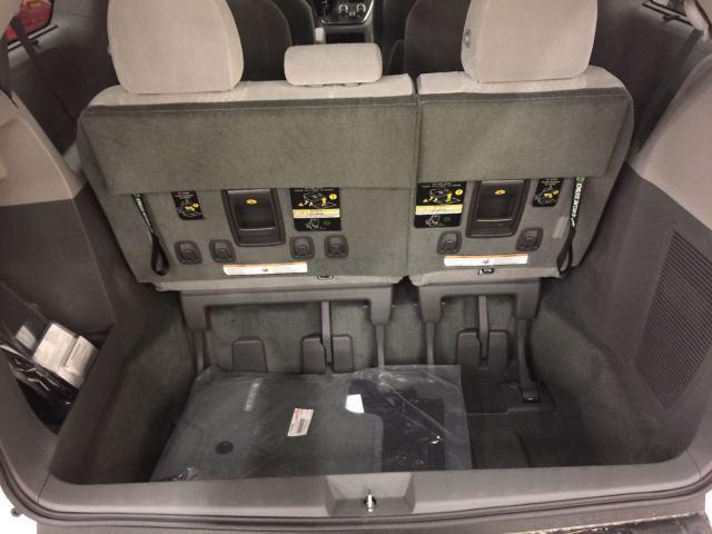 平行进口丰田塞纳3.5两驱7座顶配多少钱天津港现车报价