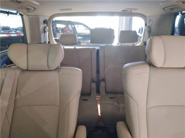 座椅方面:17款丰田埃尔法座舱内那充满了魅力,智慧的乘坐设计,充分