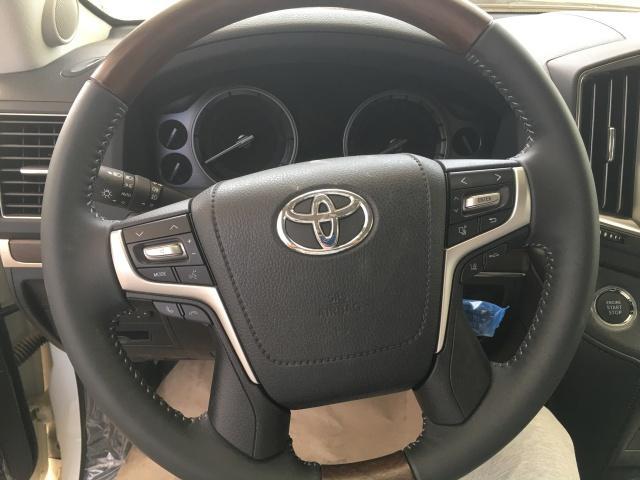 17款丰田酷路泽5700平行进口车最低配的多少钱优惠行情