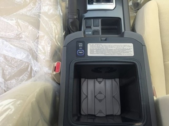 双环式仪表风雅、简练, 多功效液晶屏都是最经常使用的数据.车