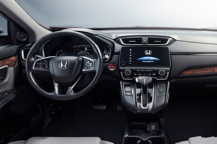 本田CR-V的内饰更为简练大气,新款CR-V中控台的企图中规中矩,空