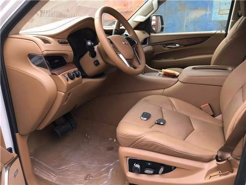 17款凯迪拉克凯雷德6.2L顶配白金版现车