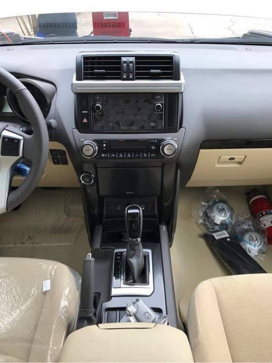 17款丰田霸道3000中东版天窗版 高配报价