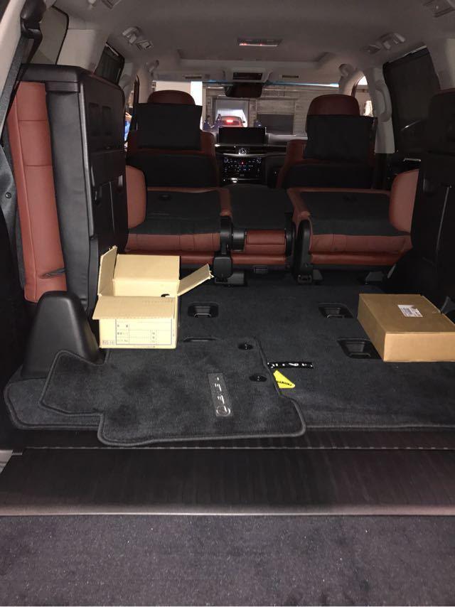 2018款雷克萨斯LX570凌志车毂尺寸为21英寸,加上重新设计的悬挂图片