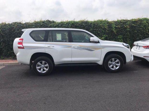 2017款中东版丰田霸道2700 最低什么价有几种配置