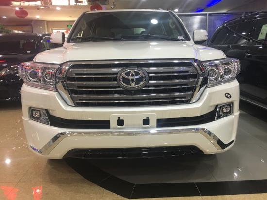 2018款丰田酷路泽4000 陆巡SUV性能强劲