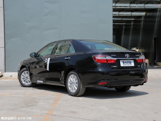 外观方面,凯美瑞采用丰田新一代的车型共用的keen look家族设计语言