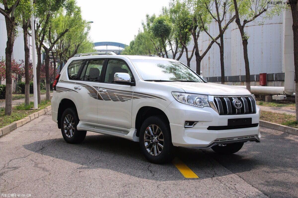 2018款中东版丰田霸道普拉多4000 从前脸线条的运用上来看,新普拉多