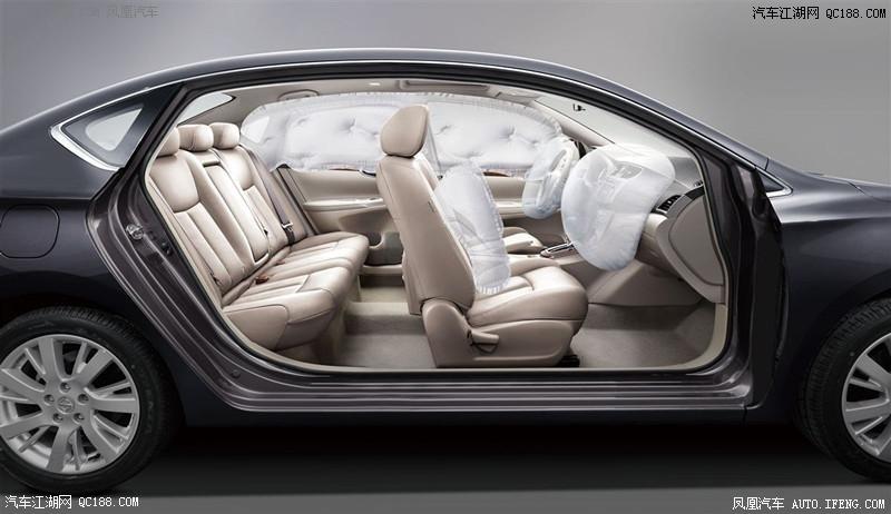 日产轩逸内饰方面,东风日产新款轩逸采用三辐式多功能方向盘.