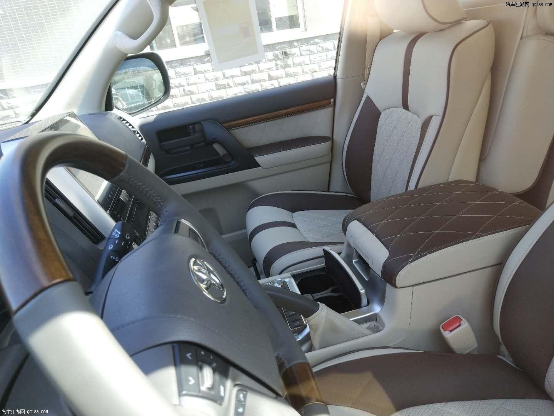 内容摘要 1、18款丰田兰德酷路泽4000中控台集合了多地形监测、8英寸GPS语音导航屏、天狼星卫星收音机、iPod和USB连接、蓝牙免提功能等智能信息系统。 2、18款酷路泽4000炮筒的仪表设计也更显动感。 3、18款中东版丰田酷路泽4000车内乘坐、载物空间均极为出色。  18款酷路泽4000 GXR 两气 后挂 配置:两气囊 天窗 后挂备胎 18寸铝合金轮毂 大灯清洗 遥控启动 单差 蠕行系统 主驾驶电动座椅 冰箱 智能卡 一键启动 LED氙灯大灯 雾灯 巡航定速 前二后四电眼 桃木内饰 多功能桃