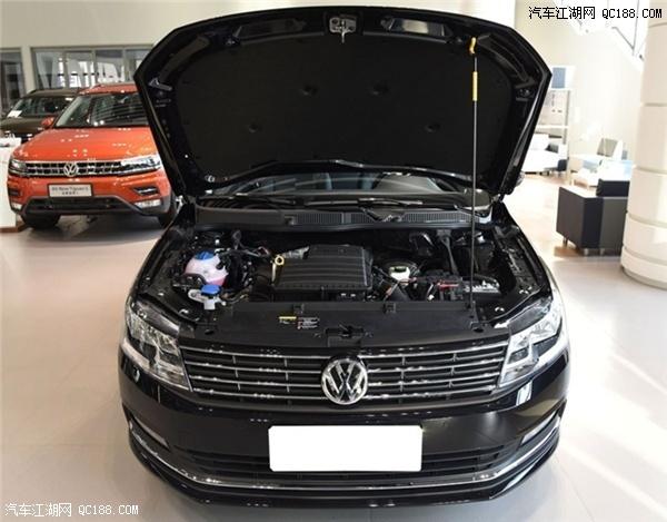 18款朗逸的外观追求成熟稳重的视觉效果,并且与其稳重外观相得益彰的是它的安全配置,比起内饰配置,2016款朗逸的安全配置要更高一些,相对而言它的驾驶感受会非常的舒适。全新朗逸的车身尺寸没变,长宽高仍为4608mm/宽1743mm/高1465mm,轴距为2610mm。    全新朗逸增加了方向盘四向调节功能,全系标配电子手刹和AUTOHOLD功能,天窗的尺寸增大,多媒体屏幕尺寸更大,配上了CarPlay手机映射功能等等都是中国消费者所看重的。另外ADAS系统的增加在主动安全方面也有提升,这也是未来的趋势。
