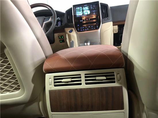 19款出口产中东方版兰道德酷路泽4000外面挂天窗版即兴车体验