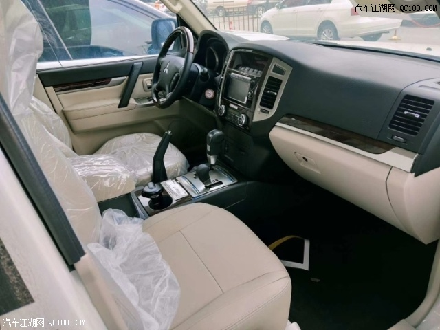 中东版19款三菱帕杰罗V97金标顶配版国庆期间仅售36万